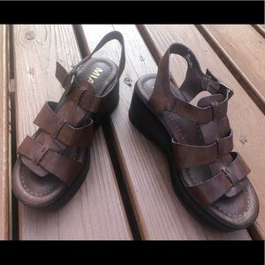 Mia Brown Leather Sandals Size 7